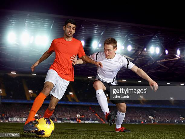 football challenge - defender soccer player stock pictures, royalty-free photos & images