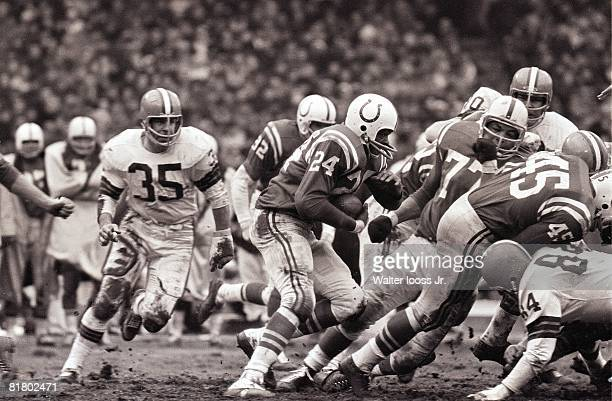 Football championship Baltimore Colts Lenny Moore in action vs Cleveland Browns Cleveland OH