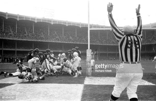 Football Championship New York Giants Alex Webster in action scoring TD vs Chicago Bears View of referee Bronx NY