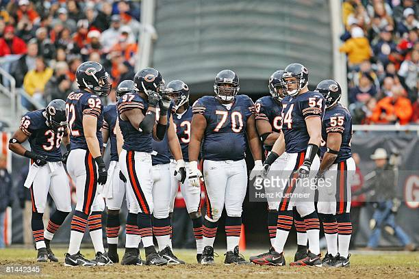 Football Chicago Bears Alfonso Boone Brian Urlacher and defensive line on field during game vs Tampa Bay Buccaneers Chicago IL