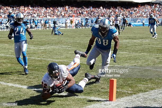 Chicago Bears Matt Forte in action rushing vs Detroit Lions Julian Peterson Chicago IL 9/12/2010 CREDIT Peter Read Miller