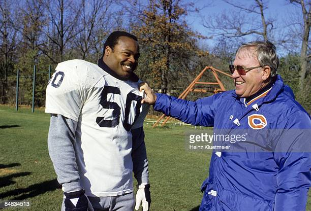 Chicago Bears Mike Singletary and defensive coordinator Buddy Ryan during practice. Chicago, IL CREDIT: Heinz Kluetmeier