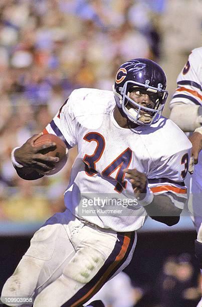 Chicago Bears Walter Payton in action, rushing vs Minnesota Vikings at Metropolitan Stadium.Bloomington, MN CREDIT: Heinz Kluetmeier