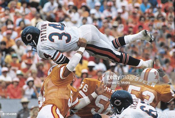 Football: Chicago Bears Walter Payton in action vs Tampa Bay Buccaneers, Tampa, FL 11/6/1981