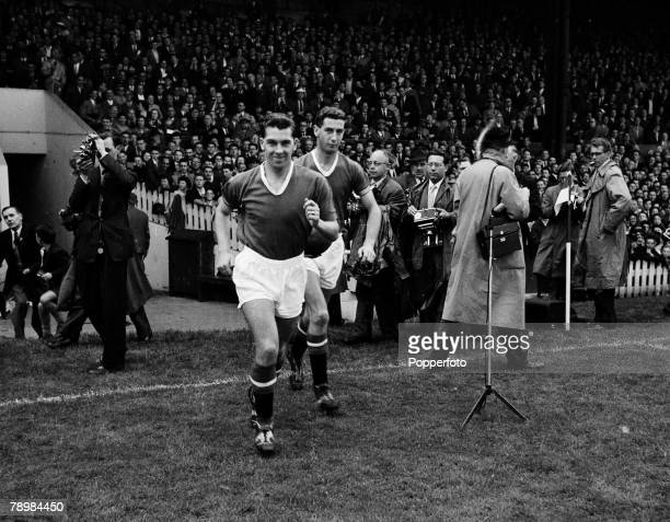 Football Circa 1959 Manchester United's Ronnie Cope and Freddie Goodwin run onto the pitch before the start of the match