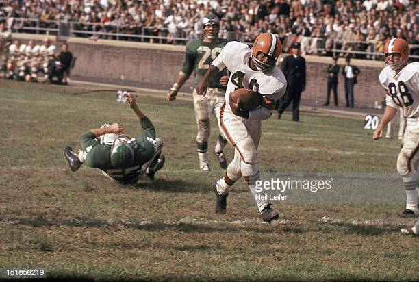 Cleveland Browns Bobby Mitchell in action rushing vs Philadelphia Eagles at Franklin Field Philadelphia PA CREDIT Neil Leifer