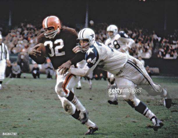 Cleveland Browns Jim Brown in action rushing vs Dallas Cowboys Bob Lilly Cleveland OH CREDIT Tony Tomsic
