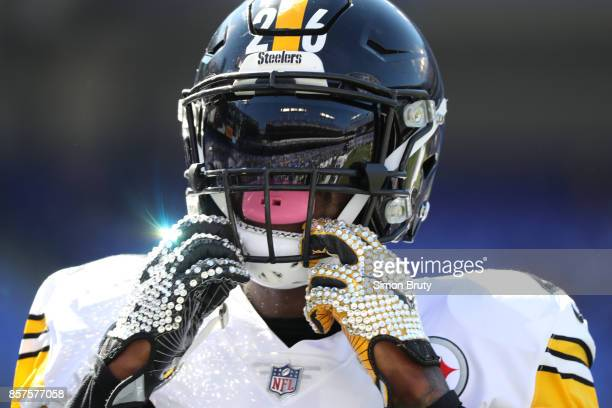 Closeup of Pittsburgh Steelers Le'Veon Bell before game vs Baltimore Ravens at MT Bank Stadium Baltimore MD CREDIT Simon Bruty