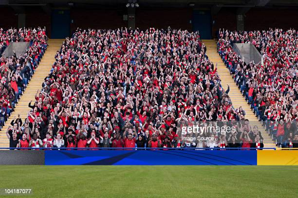 football crowd in stadium - stadion stockfoto's en -beelden