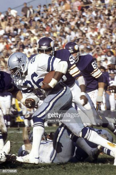 Dallas Cowboys Preston Pearson in action rushing vs Minnesota Vikings Bloomington MN 9/18/1977 CREDIT Heinz Kluetmeier