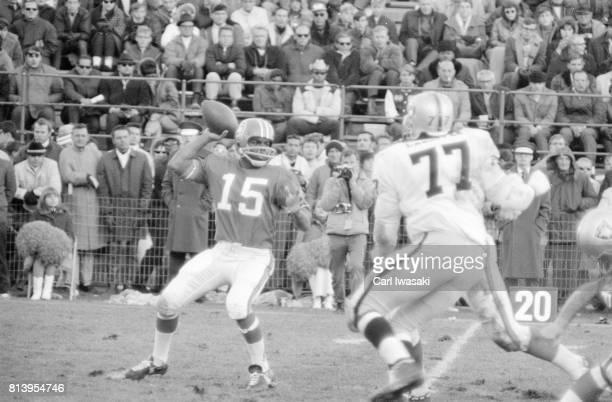 Denver QB Marlin Briscoe in action vs Oakland Raiders at Mile High Stadium Denver CO CREDIT Carl Iwasaki