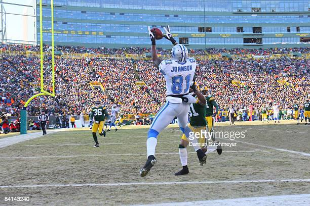 Detroit Lions wide receiver Calvin Johnson in action catches touchdown pass vs Green Bay Packers cornerback Al Harris Green Bay WI CREDIT Damian...
