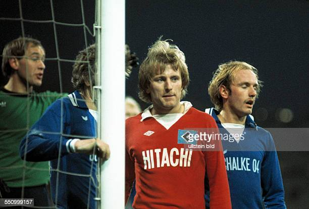 football DFB Cup 1977/1978 last sixteen Parkstadion FC Schalke 04 versus Hamburger SV 42 scene of the match goal box scene fltr keeper Volkmar Gross...