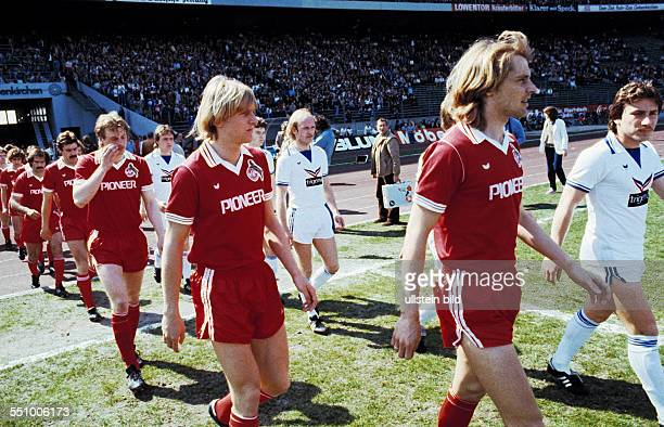 football DFB Cup 1979/1980 semifinal Parkstadion FC Schalke 04 versus 1 FC Cologne 02 runningin of the teams ahead fltr the Cologne players Harald...