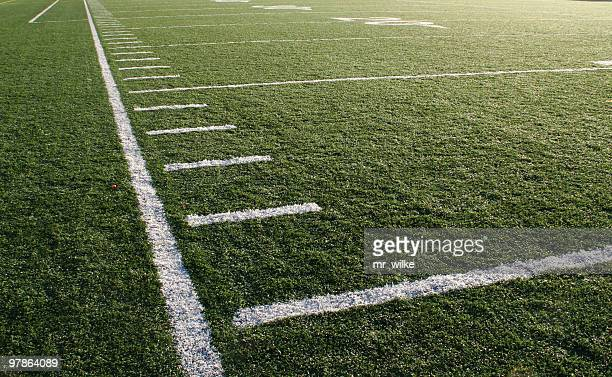 football - down the sideline - passing sport stockfoto's en -beelden