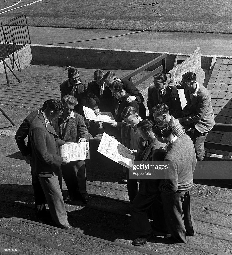 Football. 1948. England. The Newcastle United players are pictured studying the new fixture list. : News Photo