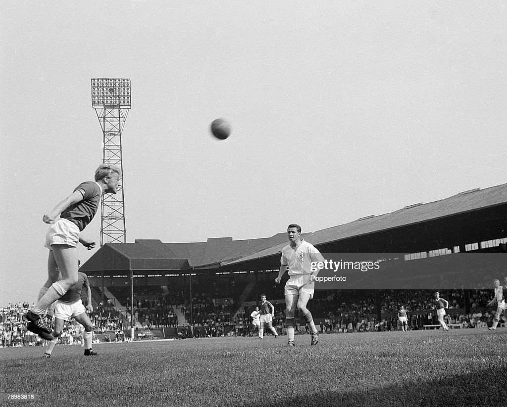 Football. English League. Circa 1962. Albert Quixhall of Manchester United heads the ball. : News Photo