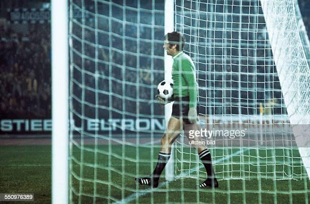 football European Champion Clubs Cup Champions League 1975/1976 last sixteen first leg Rhine Stadium Duesseldorf Borussia Moenchengladbach versus...