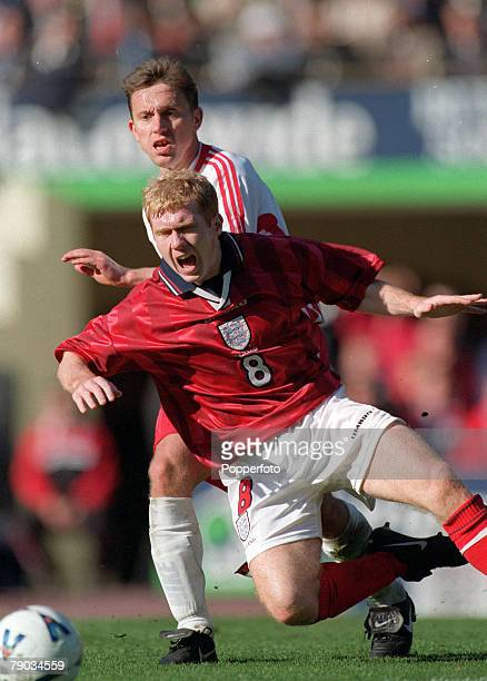 Football European Championships 2000 Qualifier Wembley 27th March England 3 v Poland 1 England's Paul Scholes falls after a challenge from Poland's...