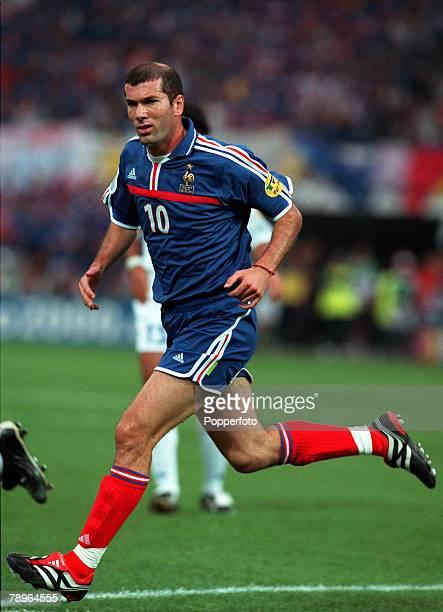 Football, European Championships , Final, Feijenoord Stadium, Rotterdam, Holland, France 2 v Italy 1 , 2nd July France+s Zinedine Zidane in action...