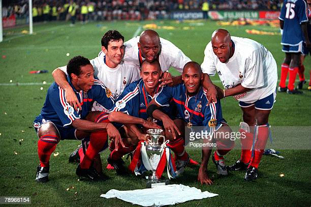 Football, European Championships , Final, Feyenoord Stadium, Rotterdam, Holland, France 2 v Italy 1 , 2nd July French players celebrate their victory...