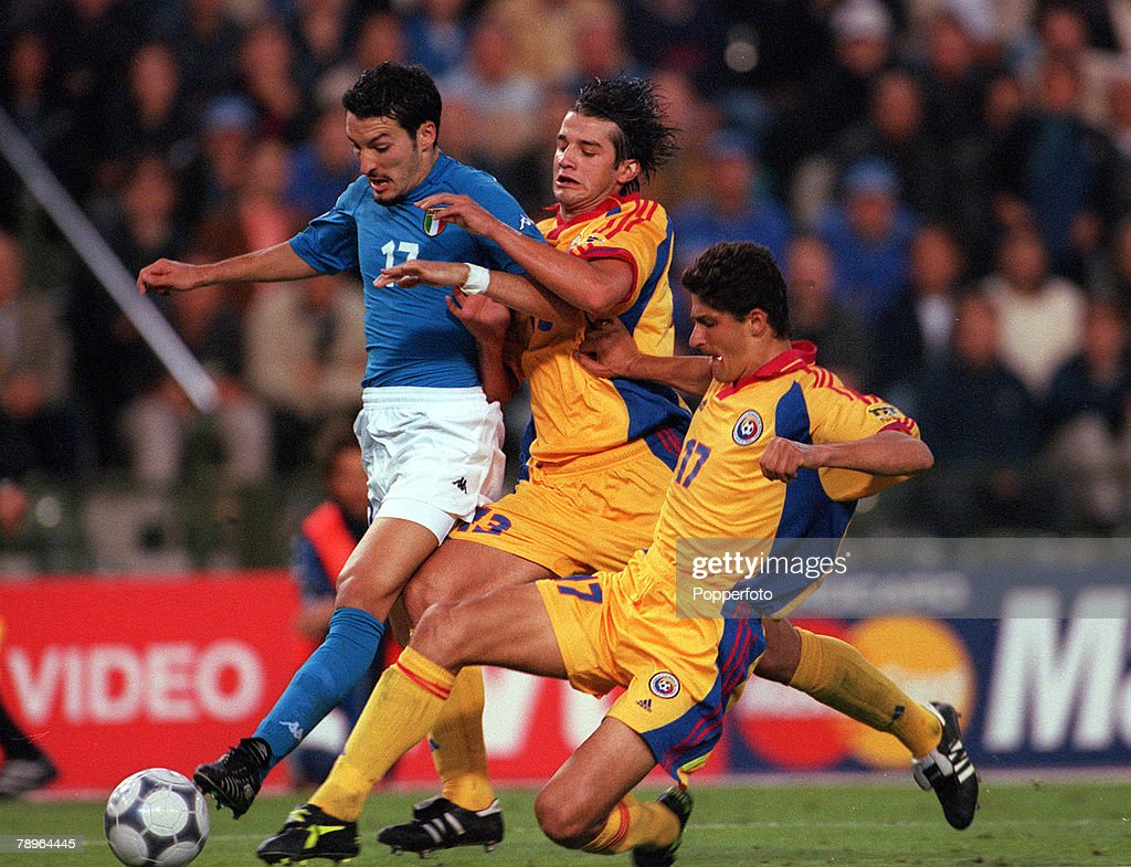 Football, European Championships Quarter Final, (EURO 2000), Brussels, Belgium, 24th June, 2000, Italy 2 v Romania 0, Italy's Gianluca Zambrotta is challenged for the ball by Romania's Cristian Chivu and Miodrag Belodedici