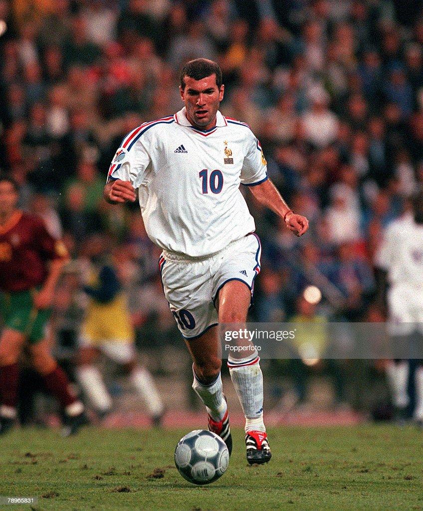 Football, European Championships (EURO 2000), Semi-Final, King Baudouin Stadium, Brussels, Belgium, France 2 v Portugal 1 (on golden goal), 28th June, 2000, France+s Zinedine Zidane runs with the ball