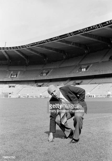 Football European Cup Final Parc des Princes Paris Liverpool 1 v Real Madrid 0 27th May 1981 Liverpool trainer Ronnie Moran checks out the pitch at...