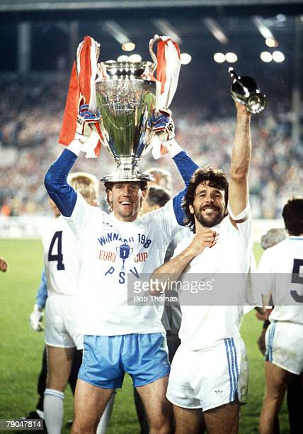 Football European Cup Final Stuttgart West Germany 25th May 1988 Benfica 0 v PSV Eindhoven 0 PSV's Hans Van Breukelen and captain Eric Gerets...