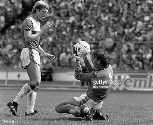 Football FA Charity Shield Wembley England 12th August 1985 Everton 2 v Manchester United 0 Everton goalkeeper Neville Southall watched by defender...