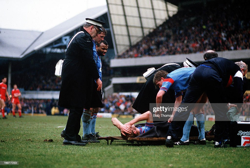 Football. F.A. Cup Semi-Final. 5th, April 1986. White Hart Lane, Tottenham. Liverpool 2 v Southampton 0. Southampton's defender Mark Wright about to be carried off as he lays in agony after breaking his leg. : Foto jornalística