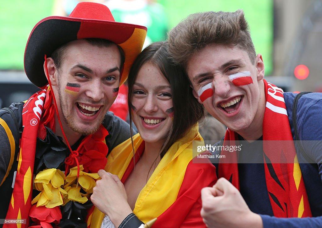 Germany Fans Watch 2016 UEFA European Championship : News Photo