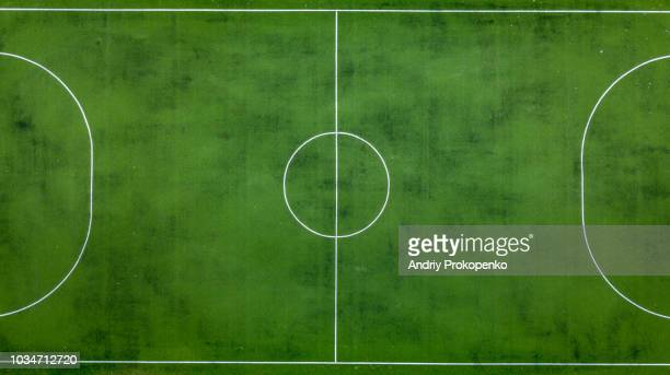 football field from above - voetbalveld stockfoto's en -beelden