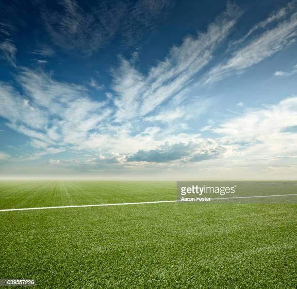 football field - american football sport photos et images de collection