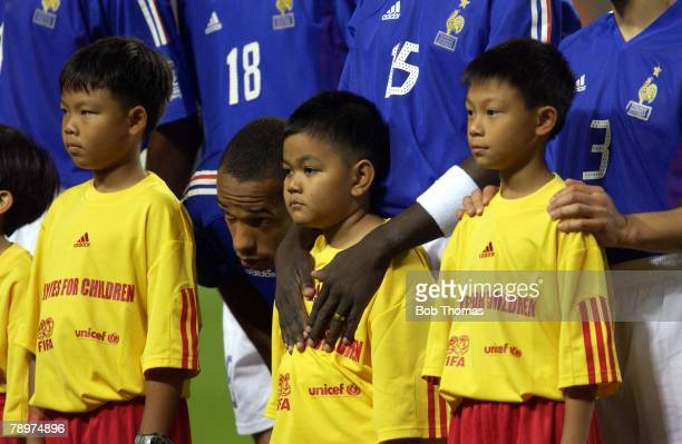 Football FIFA World Cup Finals Korea Seoul 31st May 2002 France 0 v Senegal 1 France's Thierry Henry talks to a small boy during the pre match lineups
