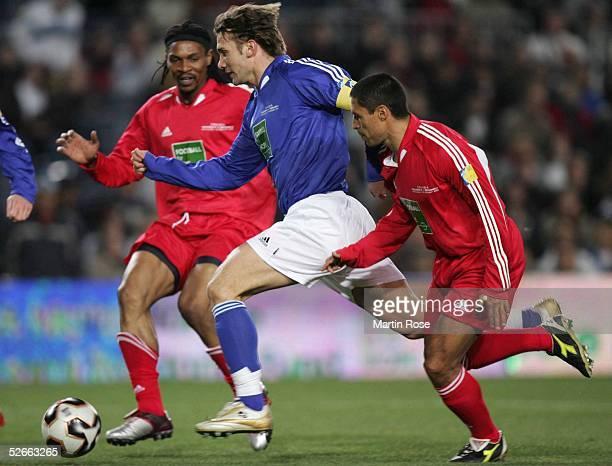 'Football for Hope' Barcelona 150205 FIFA Auswahl UEFA Auswahl 36 Andriy SHEVCHENKO KAKA