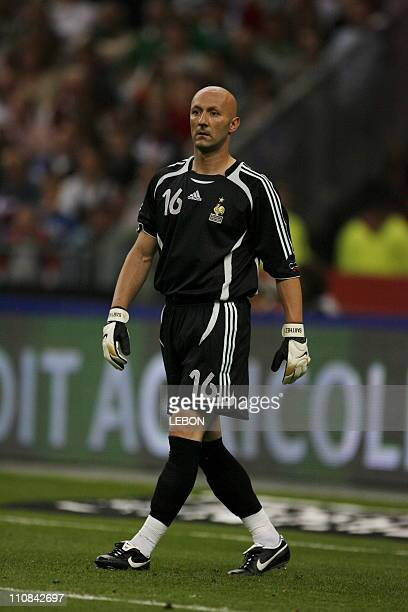 Football France Mexico Friendly Match At The 'Stade De France' In Paris France On May 27 2006 French Goalkeeper Fabien Barthez