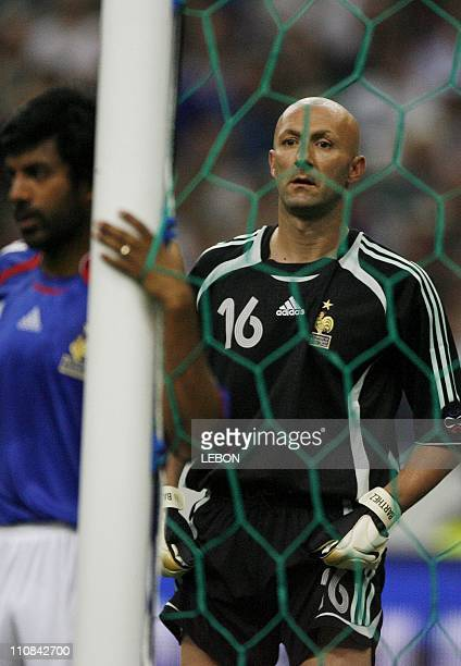Football France Mexico Friendly Match At The 'Stade De France' In Paris France On May 27 2006 Vikash Dhorasso and French Goalkeeper Fabien Barthez