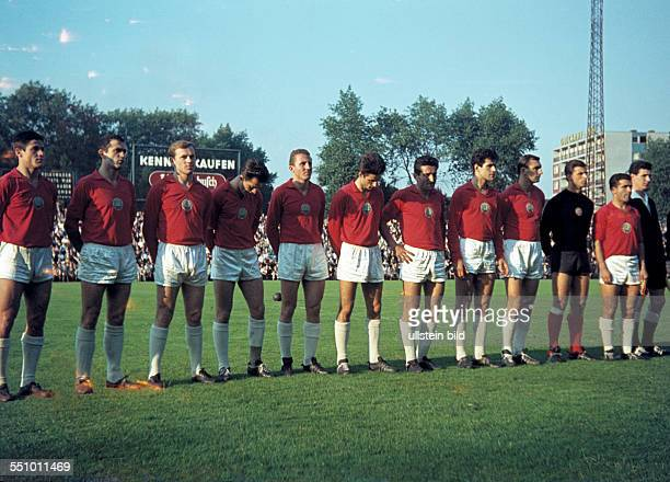 football friendly game 1963/1964 Glueckaufkampfbahn Gelsenkirchen FC Schalke 04 versus national team Bulgaria team shot Bulgaria