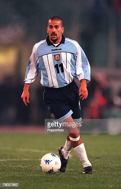 Football Friendly International Rome 28th February 2001 Italy 1 v Argentina 2 Argentinas Juan Veron