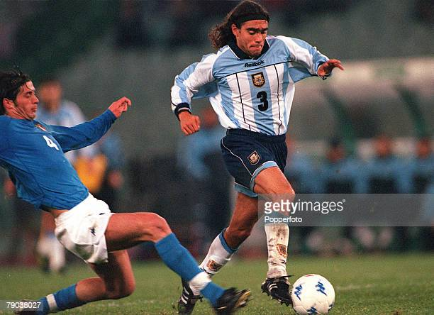 Football Friendly International Rome 28th February 2001 Italy 1 v Argentina 2 Argentinas Juan Pablo Sorin is challenged by Italys Alessio Tacchinardi