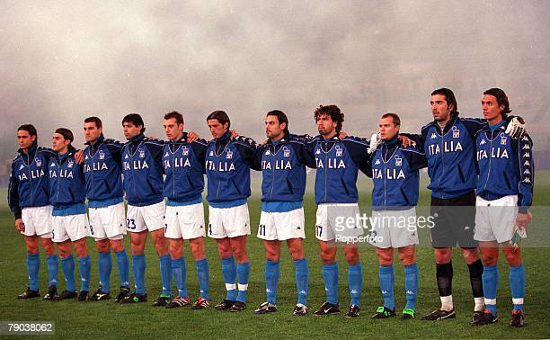 Football Friendly International Rome 28th February 2001 Italy 1 v Argentina 2 The Italian team lineup for a group photograph LR Filippo Inzaghi Fabio...
