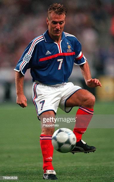 Football, Friendly International, Stade de France, Paris, France, 2nd September 2000, France 1 v England 1, French Captain Didier Deschamps, playing...