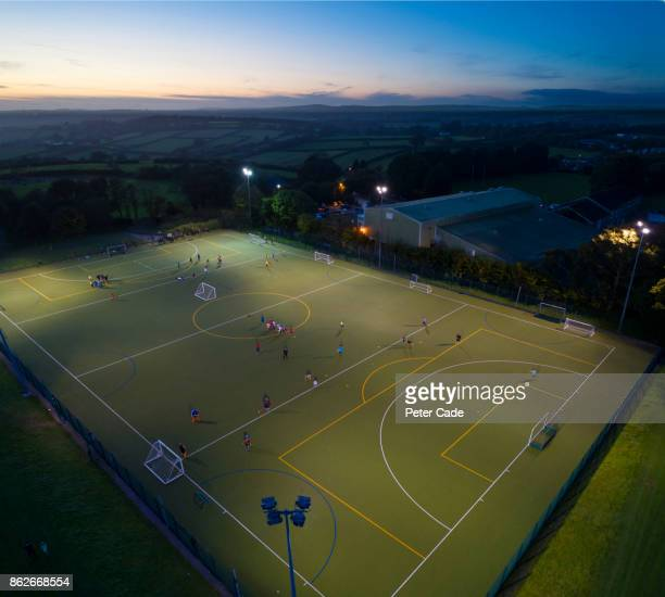 football game at night - football pitch stock pictures, royalty-free photos & images