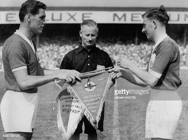 Football, Great Britian vs. Rest of Europe in Belfast; Captains and referee before the match, L-R: Blanchflower , referee Bronkhorst, Ernst Ocwirk -...