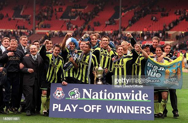 Football League Division Two PlayOff Final Manchester City v Gillingham Manchester City celebrate promotion to Division One