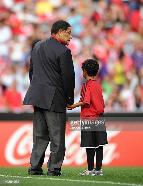 Football legend Eusebio stands with a boy prior to the start of the Eusebio Cup match between Benfica and Real Madrid at Estadio da Luz on July 27...