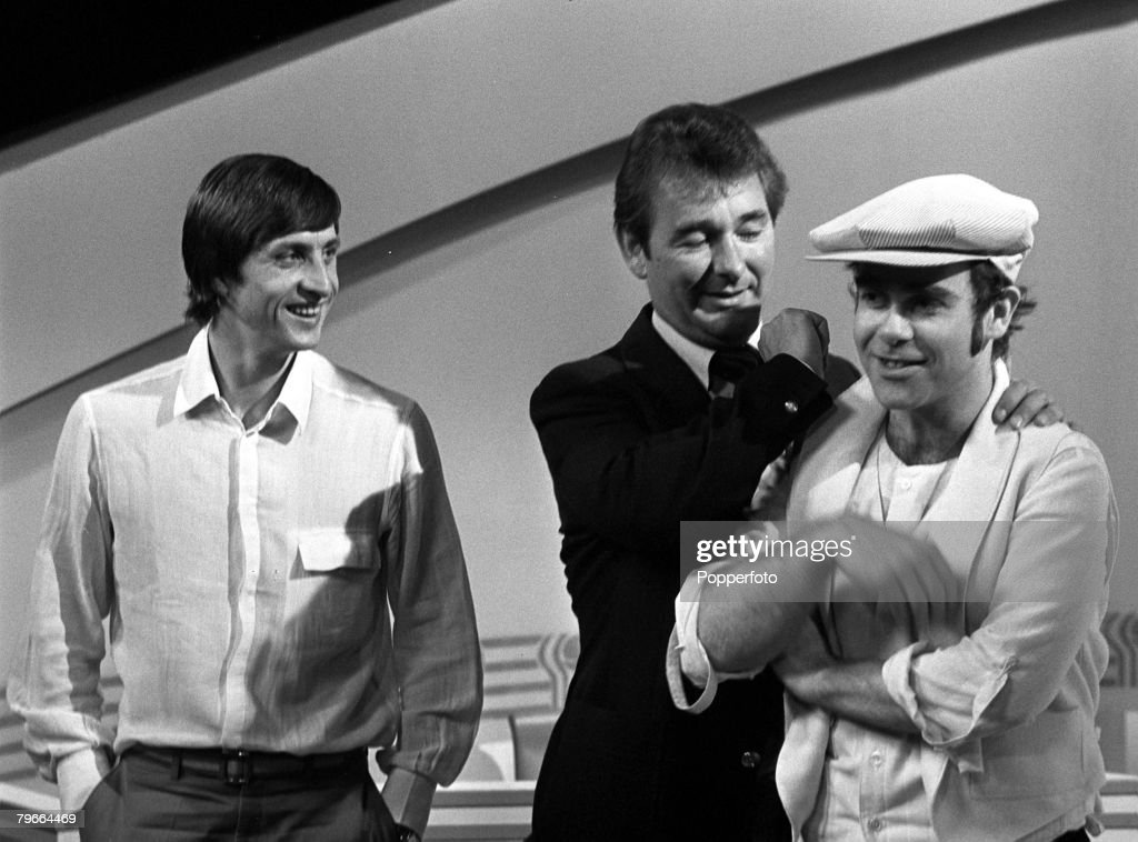 Football, London, England, 6th May 1978, Nottingham Forest manager Brian Clough (centre) gets to grips with pop star Elton John watched by Dutch footballer Johan Cruyff at a London reception : News Photo