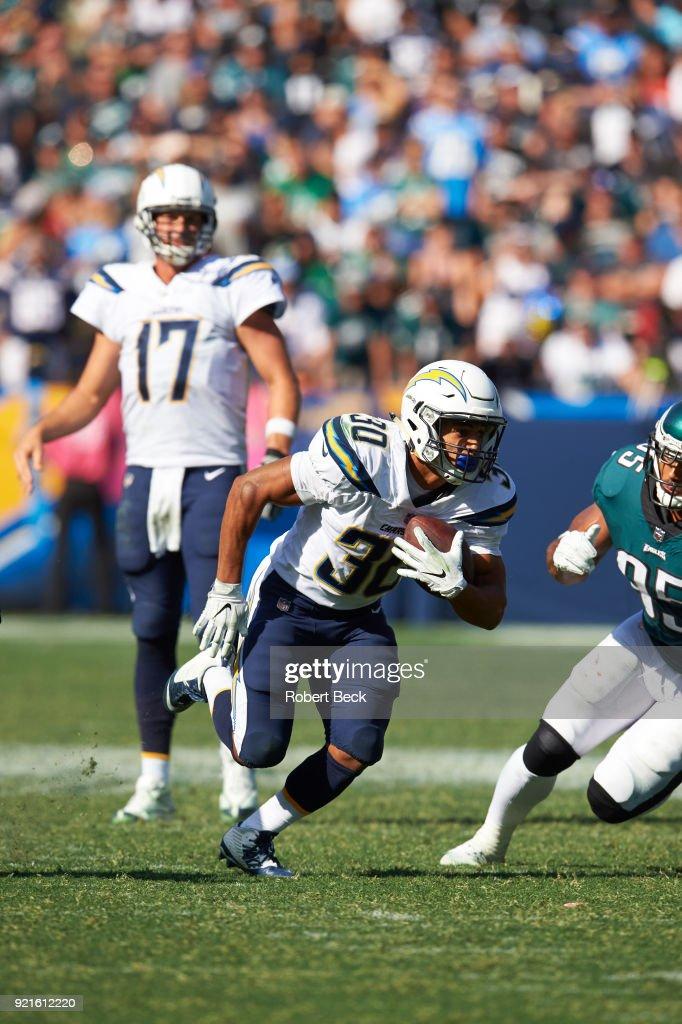 Los Angeles Chargers Austin Ekeler (30) in action, rushing vs Philadelphia Eagles at StubHub Center. Robert Beck TK1 )
