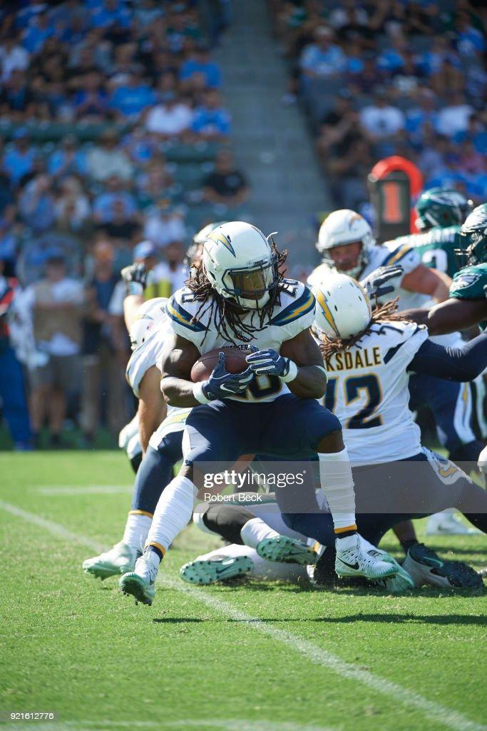 Los Angeles Chargers Melvin Gordon (28) in action, rushing vs Philadelphia Eagles at StubHub Center. Robert Beck TK1 )